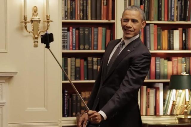 obama-selfie-stick-640x640