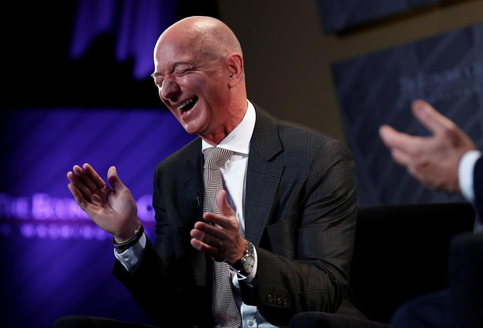 Bezos, whose net worth was 112 billion US dollars in 2018, made 6.24 billion US dollars in five minutes on October 10, 2017, a little less than the GDP of Kyrgyzstan.