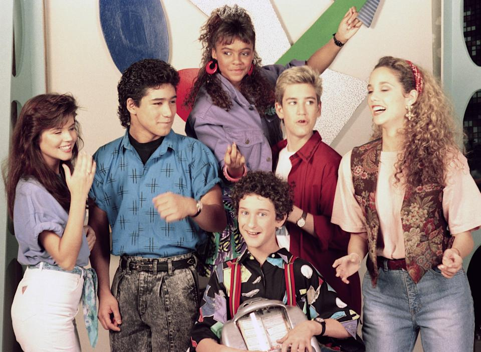 SAVED BY THE BELL -- Season 1 -- Pictured: (l-r) Tiffani Thiessen as Kelly Kapowski, Mario Lopez as A.C. Slater, Lark Voorhies as Lisa Turtle, Dustin DIamond as Screech Powers, .Mark-Paul Gosselaar as Zack Morris, Eliszabeth Berkeley as Jessie Spano -- Photo by: NBCU Photo Bank