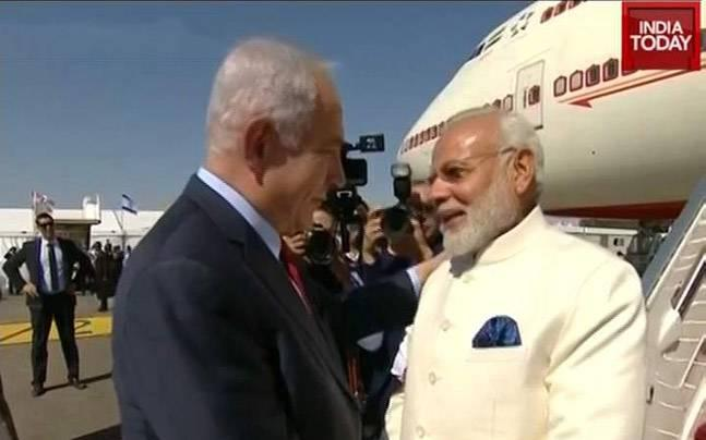 Narendra Modi today landed in Israel, becoming the first Indian prime minister to visit the country. In a special gesture, Modi was received at the airport by Israeli PM Benjamin Netanyahu. <br />