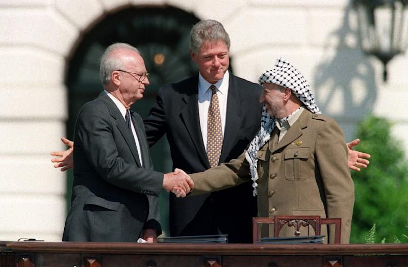 Bill Clinton watches on as Yasser Arafat and Yitzhak Rabin shake hands outside the White House in 1993 (AFP Photo/J.DAVID AKE)