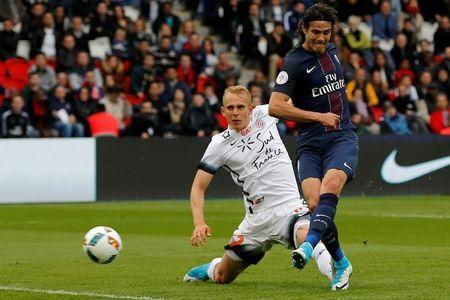 Football Soccer - Paris St Germain v Montpellier - French Ligue 1 - Parc des Princes, Paris, France - 22/4/17. Paris St Germain's Edinson Cavani scores a goal. REUTERS/Stephane Mahe