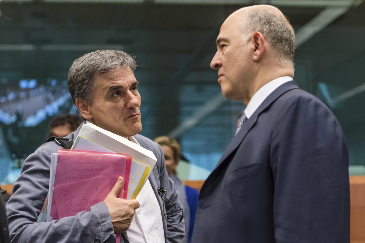 <p> European Commissioner for the Economy Pierre Moscovici, right, talks with Greece's Finance Minister Euclid Tsakalotos prior to a meeting of Eurogroup finance ministers at the EU Council building in Brussels, Monday May 22, 2017. (AP Photo/Geert Vanden Wijngaert)