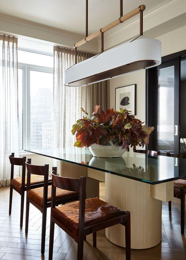 """<p>A bright and airy <a href=""""https://www.elledecor.com/design-decorate/house-interiors/a36879189/kevin-dumais-upper-west-side-apartment/"""" rel=""""nofollow noopener"""" target=""""_blank"""" data-ylk=""""slk:New York City dining room"""" class=""""link rapid-noclick-resp"""">New York City dining room</a> features a large, leafy centerpiece, which lends a subtle pop of autumnal color. </p>"""