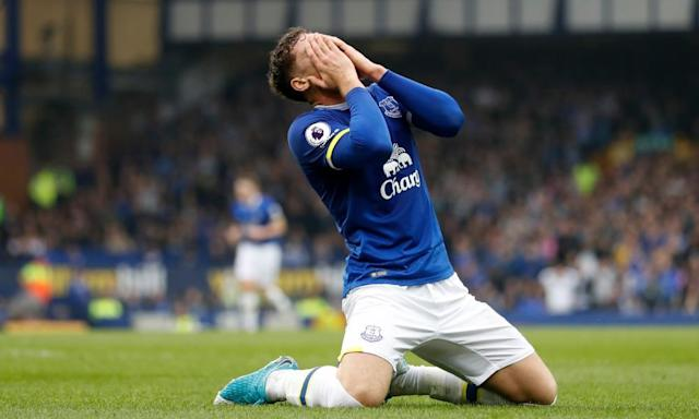 """<span class=""""element-image__caption"""">Everton's Ross Barkley looks dejected after a missed chance in the 4-2 win over Leicester.</span> <span class=""""element-image__credit"""">Photograph: Carl Recine/Reuters</span>"""
