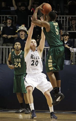 UAB guard Robert Williams (5) shoots the game-winning jumper over Rice forward Lucas Kuipers (20) in overtime of an NCAA college basketball game, Wednesday, Jan. 18, 2012, in Houston. UAB won 61-60. (AP Photo/Houston Chronicle, Brett Coomer) MANDATORY CREDIT