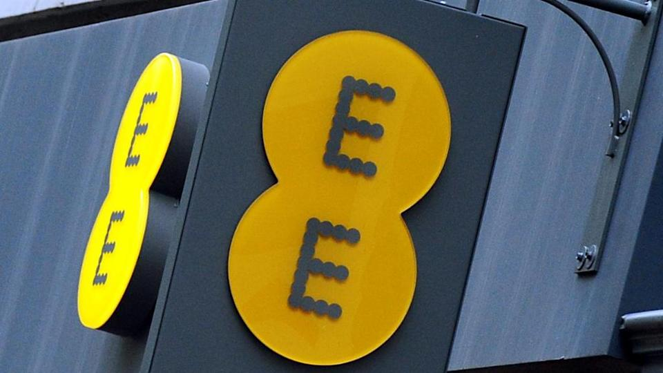 iPhone users on the EE network can use Wi-Fi calling in poor reception areas
