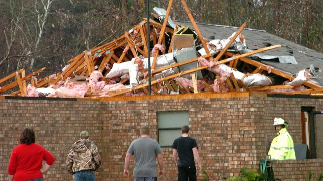 34 Tornadoes Reported From Texas to Alabama