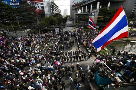 Anti-government protesters gather outside a business building owned by SC Asset Corp during a rally in Bangkok February 20, 2014. REUTERS/Athit Perawongmetha