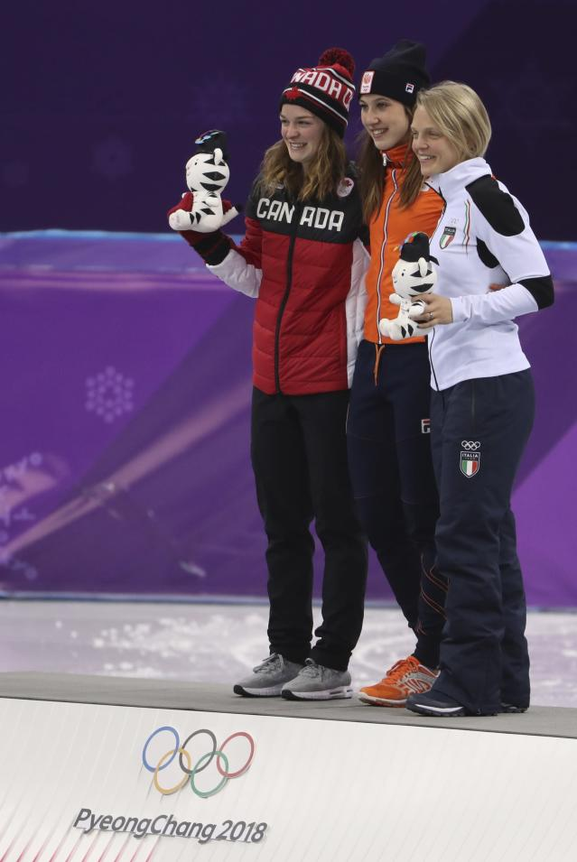 Short Track Speed Skating Events - Pyeongchang 2018 Winter Olympics - Women's 1000m Finals - Gangneung Ice Arena - Gangneung, South Korea - February 22, 2018 - Gold medallist Suzanne Schulting of the Netherlands poses between silver medallist Kim Boutin of Canada and bronze medallist Arianna Fontana of Italy. REUTERS/Lucy Nicholson