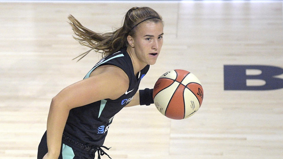 New York Liberty guard Sabrina Ionescu said Stephen Curry helped her with her game before her 33-point outburst. (AP Photo/Phelan M. Ebenhack)