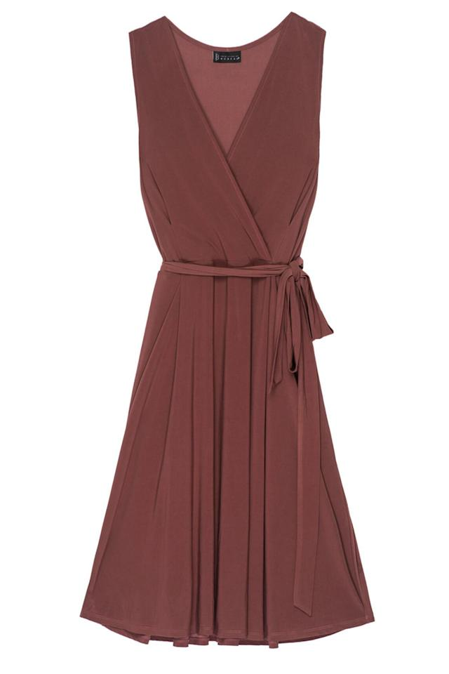 11 Dresses To Complement Your Curves At A Warm Weather Wedding