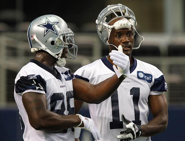 Rookie Dez Bryant and veteran Roy Williams at a padless practice, June 2010.