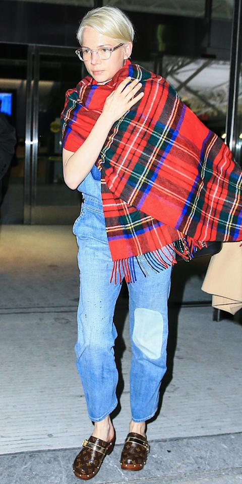 The three-time Oscar nominee landed at New York's J.F.K. airport looking cool as can be in a set of denim overalls, Louis Vuitton clogs, grandma-chic glasses, and a plaid blanket wrapped around her shoulders.