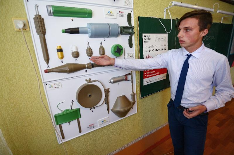 Some schools give instructions about landmines and ordnance to help protect their students (AFP Photo/Aleksey FILIPPOV)