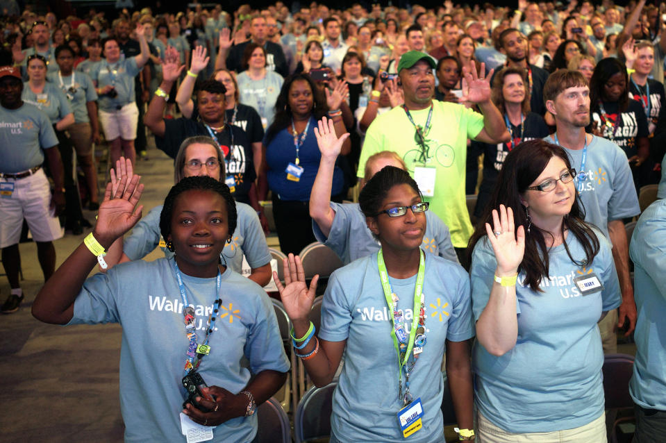 Walmart employees pledge at a Walmart U.S. associates meeting in Fayetteville, Arkansas June 4, 2014. The meeting was part of Walmart's annual shareholder meeting.   REUTERS/Rick Wilking (UNITED STATES - Tags: BUSINESS)