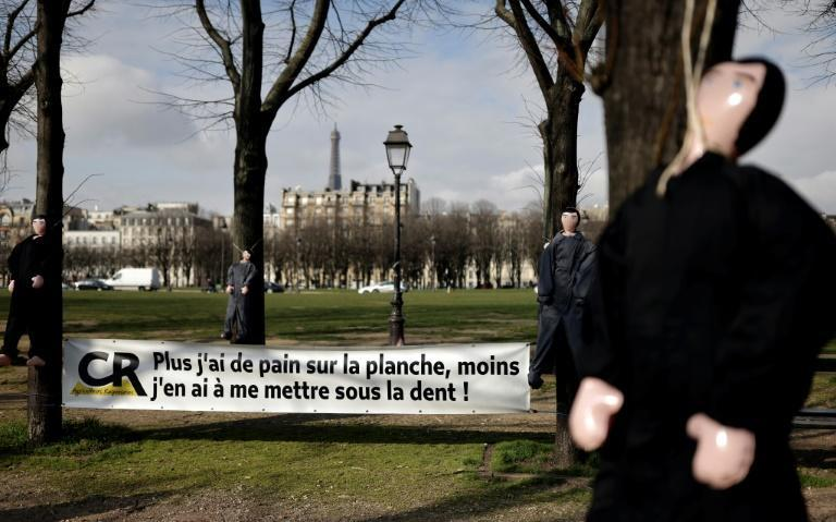 Inflatable dolls were hung outside parliament in Paris on Thursday to draw attention to farmers' problems.