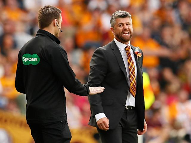 Soccer Football - Scottish Cup Final - Celtic vs Motherwell - Hampden Park, Glasgow, Britain - May 19, 2018 Motherwell manager Stephen Robinson talks to the fourth official Action Images via Reuters/Jason Cairnduff