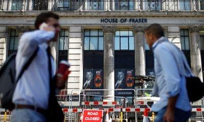 More than 600 jobs at House of Fraser warehouses 'at risk'