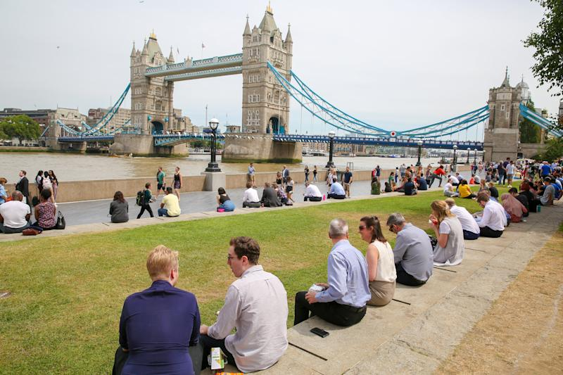 LONDON, UNITED KINGDOM - 2019/07/17: City workers and tourists gathered at Moor near the Tower Bridge during a warm and sunny day in London. The hot weather continues in the UK, according to the Meteorological station, rain is forecast across the country during the next few days. (Photo by Dinendra Haria/SOPA Images/LightRocket via Getty Images)