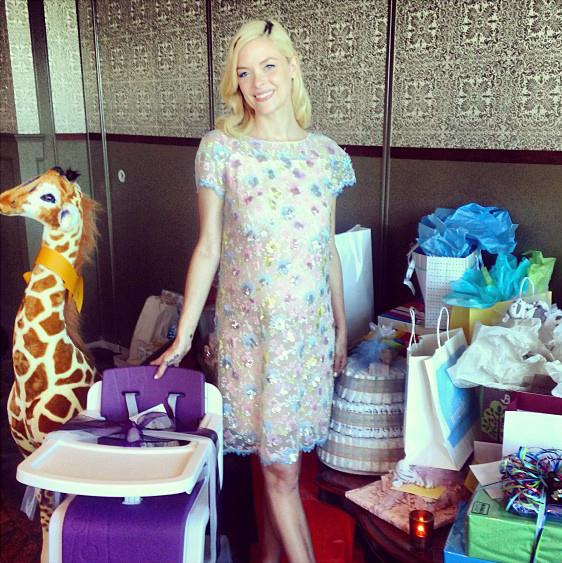 """The blond babe, who first announced her pregnancy in May, looked radiant in a floral, embroidered frock and heels as she posed next to her pile of gifts. One of King's favorite gifts? The Nuna ZAAZ highchair. She later tweeted, """"THANK YOU for giving me the day of my dreams!"""" (08/17/2013)"""