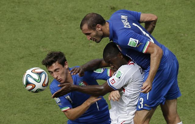 Costa Rica's Joel Campbell is challenged by Italy's Matteo Darmian, left, and Giorgio Chiellini, right, during the group D World Cup soccer match between Italy and Costa Rica at the Arena Pernambuco in Recife, Brazil, Friday, June 20, 2014. (AP Photo/Hassan Ammar)