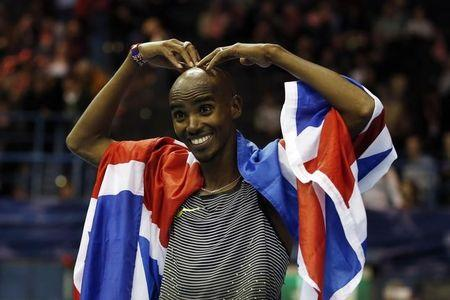 Great Britain's Mo Farah celebrates winning the Men's 5000m