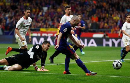 Soccer Football - Spanish King's Cup Final - FC Barcelona v Sevilla - Wanda Metropolitano, Madrid, Spain - April 21, 2018 Barcelona's Andres Iniesta scores their fourth goal REUTERS/Juan Medina