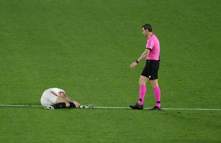 Sevilla' Lucas Ocampos left the field in tears on a stretcher, victim of a bad tackle against Getafe