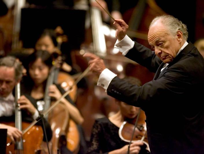 Maestro Lorin Maazel conducts the New York Philharmonic Orchestra during opening night, Tuesday, Sept. 18, 2006 at Avery Fisher Hall in New York. (AP Photo/Stephen Chernin)