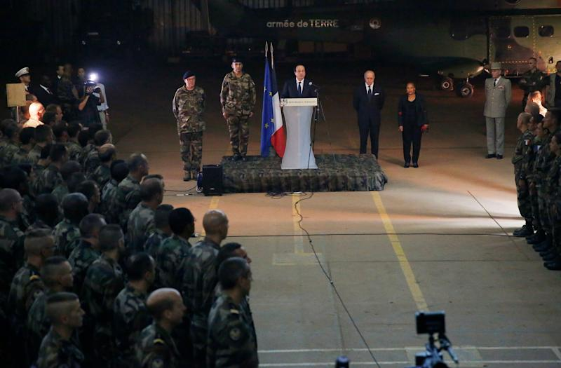 French President Francois Hollande addresses the troops during a stopover from South Africa in Bangui, Central African Republic, Tuesday Dec. 10, 2013. Two French soldiers were killed in combat overnight since France stepped up its presence to restive the former French colony to help quell inter-religious violence. (AP Photo/Jerome Delay)