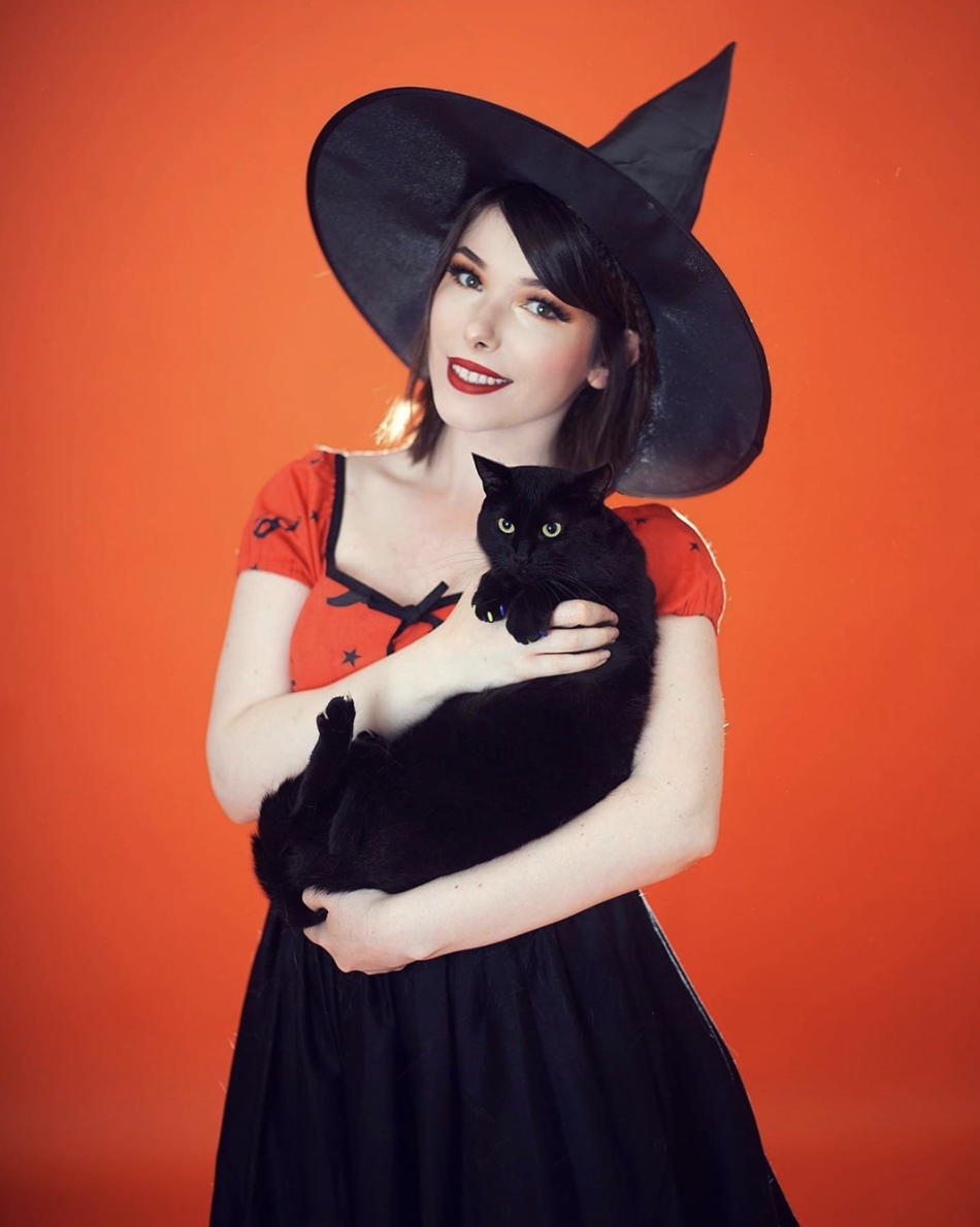 """<p>There are about <a href=""""https://www.oprahmag.com/life/g33534666/diy-witch-costumes/"""" rel=""""nofollow noopener"""" target=""""_blank"""" data-ylk=""""slk:a million ways to be a witch"""" class=""""link rapid-noclick-resp"""">a million ways to be a witch</a>, but this classic black-and-orange version requires just a black skirt, an orange shirt, and a witch hat. </p><p><a class=""""link rapid-noclick-resp"""" href=""""https://www.instagram.com/p/CDfgQM_BrIq/"""" rel=""""nofollow noopener"""" target=""""_blank"""" data-ylk=""""slk:SEE MORE"""">SEE MORE</a></p><p><a class=""""link rapid-noclick-resp"""" href=""""https://www.amazon.com/Bacekounefly-Womens-Halloween-Costume-Accessory/dp/B07GZWJ54X?tag=syn-yahoo-20&ascsubtag=%5Bartid%7C10072.g.33547559%5Bsrc%7Cyahoo-us"""" rel=""""nofollow noopener"""" target=""""_blank"""" data-ylk=""""slk:SHOP WITCH HAT"""">SHOP WITCH HAT</a></p>"""