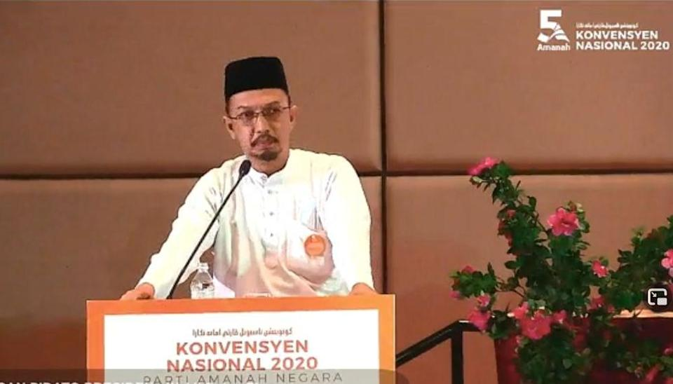 Penang Amanah's representative speaking during the launch of the fifth Parti Amanah Negara convention. — Screenshot courtesy of Facebook/AmanahNegeriMelaka