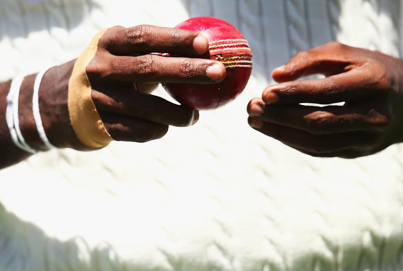 HOBART, AUSTRALIA - DECEMBER 17: Shaminda Eranga of Sri Lanka prepares to bowl during day four of the First Test match between Australia and Sri Lanka at Blundstone Arena on December 17, 2012 in Hobart, Australia.  (Photo by Ryan Pierse/Getty Images)