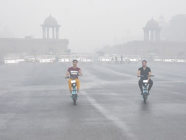 Delhi air quality 'very poor' as air quality index crosses 370; SAFAR issues advisory to asthma and heart patients