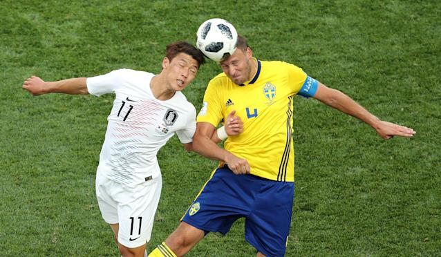 Soccer Football - World Cup - Group F - Sweden vs South Korea - Nizhny Novgorod Stadium, Nizhny Novgorod, Russia - June 18, 2018 South Korea's Hwang Hee-chan in action with Sweden's Andreas Granqvist REUTERS/Lucy Nicholson