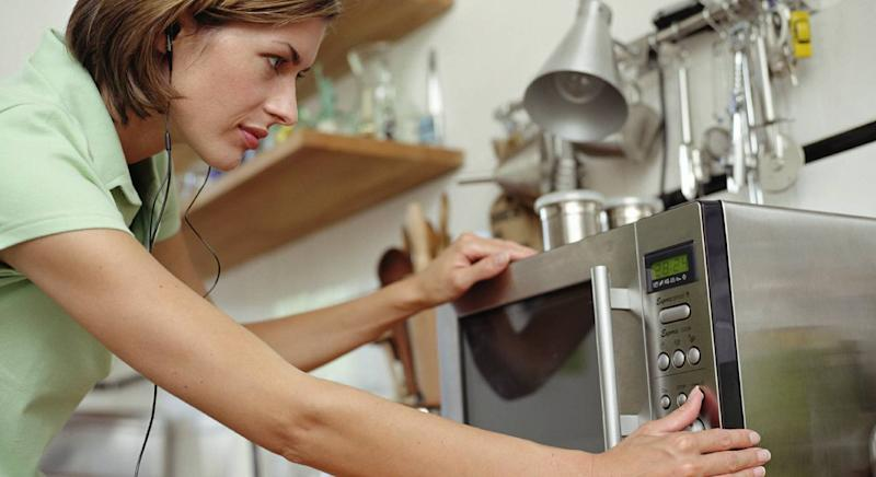 This £3 gadget could clean your microwave in under seven minutes. (Getty Images)