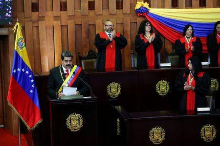 Venezuelan President Nicolas Maduro gives a speech receiving the presidential sash during the ceremonial swearing-in for his second presidential term, at the Supreme Court in Caracas, Venezuela January 10, 2019. REUTERS/Carlos Garcia Rawlins