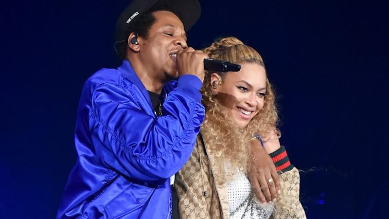 Beyonce Glows While Showing PDA With JAY-Z During Boat Ride on Lake Como