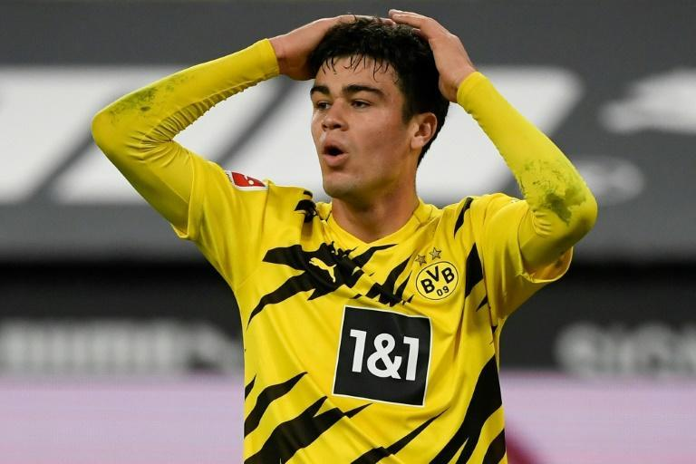 US midfielder Giovanni Reyna, 18, has signed a contract extension at Borussia Dortmund until 2025, it was announced Friday