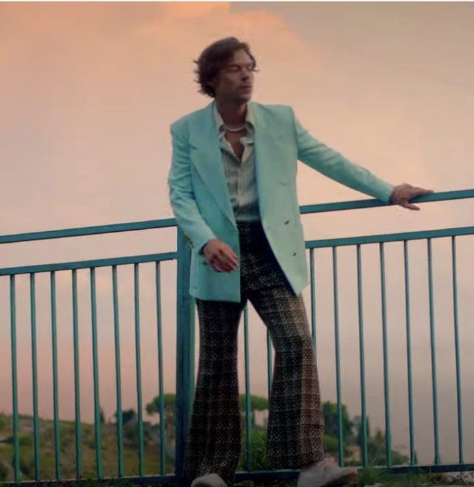 Styles in latest music video for track Golden()