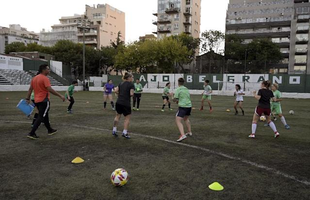 An Excursionistas training session -- the Buenos Aires club does not even pay for the expenses of its players (AFP Photo/JUAN MABROMATA)