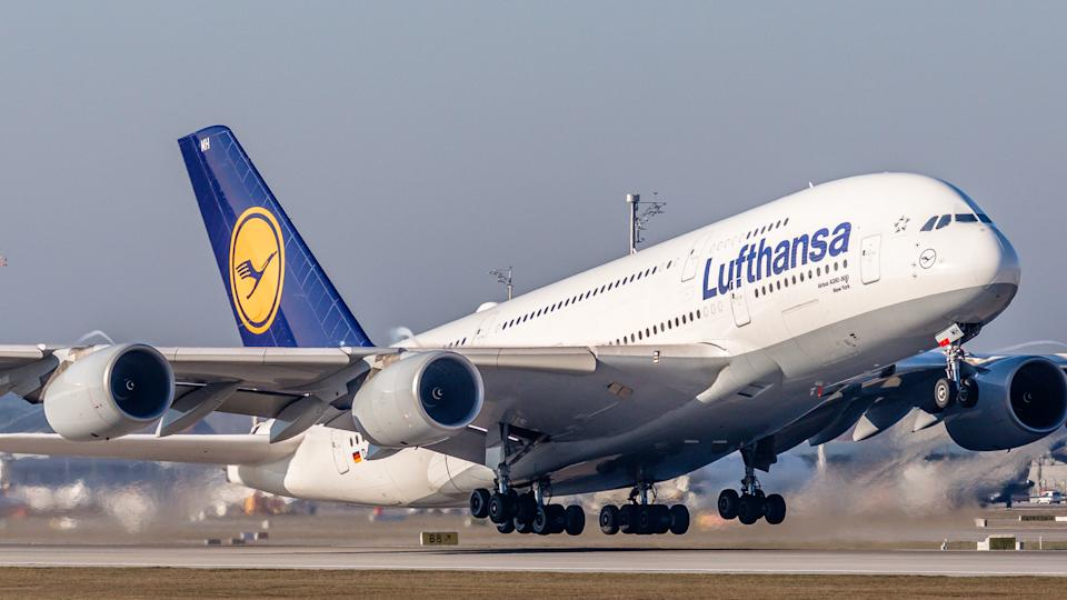 Deutsche Lufthansa plans to raise €2.14bn to pay back government bailout