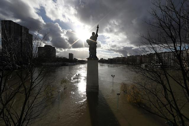 <p>A view shows the Statue of Liberty replica and flooded banks of the River Seine after days of almost non-stop rain caused flooding in the country in Paris, France, Jan. 26, 2018. (Photo: Gonzalo Fuentes/Reuters) </p>