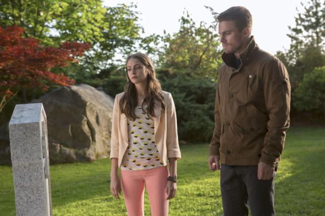 """""""Honor Thy Father"""" -- Willa Holland as Thea and Stephen Amell as Oliver Queen"""