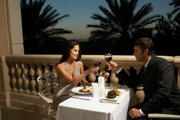 <b>3. Romantic dinner</b><br><br>This one really goes without saying. No holiday is complete without a romantic dinner. So make sure you carry proper evening outfits, dress your best, and set out on a romantic dinner date.