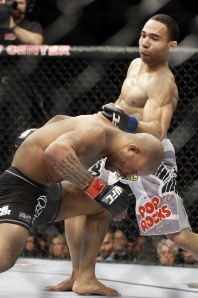 John Dodson, right, fights Demetrious Johnson for the UFC World Flyweight Championship on FOX 6 at the United Center in Chicago, Saturday, Jan. 26, 2013. (AP Photo/Nam Y. Huh)