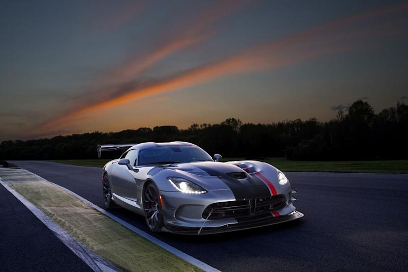According To A Product Plan Revealed In A Tentative Deal Between Fiat  Chrysler And The United Automobile Workers, The Dodge Viper Supercar Is On  The Verge ...
