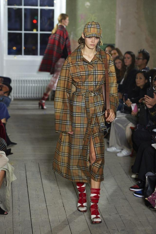 Burberry's iconic trench coat comes in an oversized version for Spring/Summer 2018. The label also used a lot of plastic, its major material of the season - London