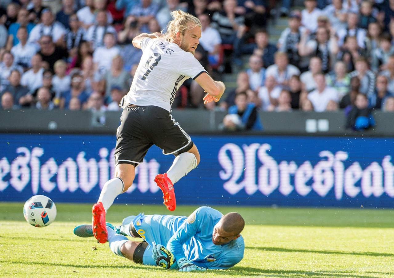 Football Soccer - Rosenborg BK v APOEL - UEFA Champions League - Third qualifying round first leg - Lerkendal Stadium, Trondheim, Norway - 27/07/2016. APOEL's Boy Waterman and Rosenborg BK's Christian Gytkjar in action. NTB scanpix/ Ned Alley/ via REUTERS ATTENTION EDITORS - THIS IMAGE WAS PROVIDED BY A THIRD PARTY. FOR EDITORIAL USE ONLY. NORWAY OUT. NO COMMERCIAL OR EDITORIAL SALES IN NORWAY.
